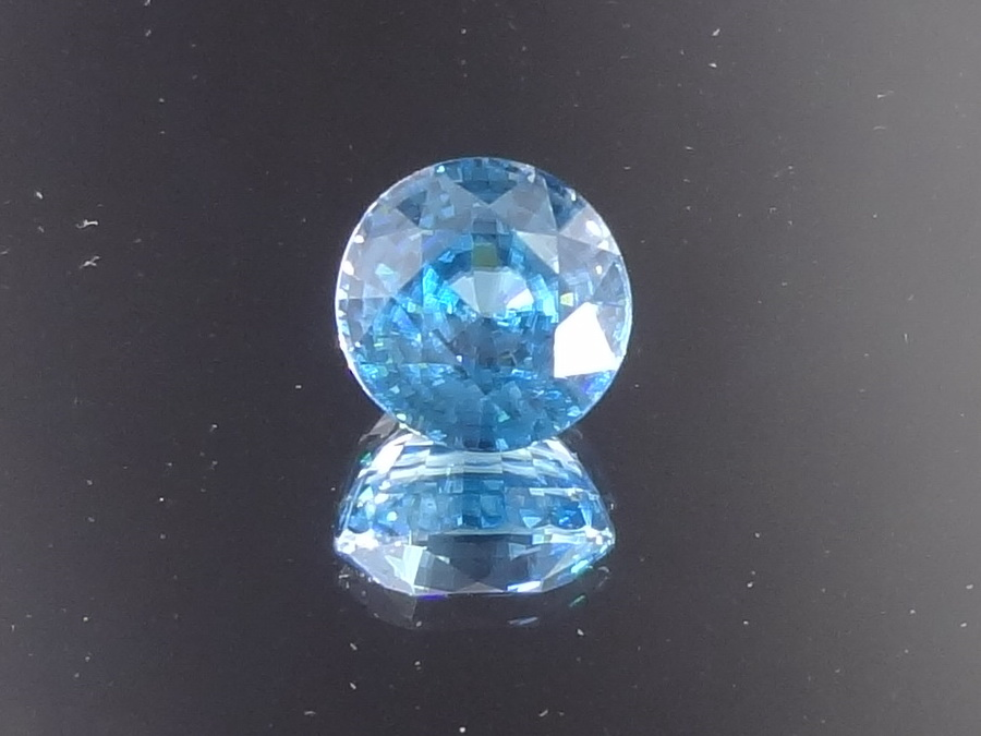 5ct+ Blue Zircon, Very Clean and Shiny, Round Cut